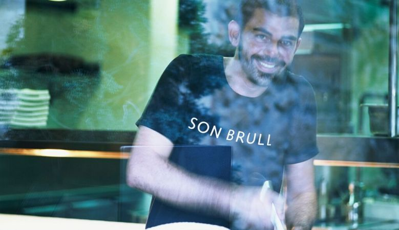 Chef Rafel Perelló preparing lunch at Son Brull - Free cava with MallorcanTonic