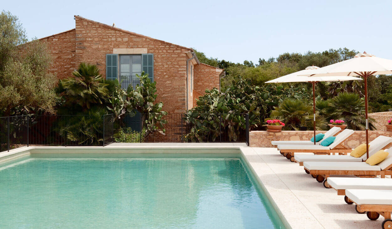 Dive in to Predi Son Jaumell´s heated outdoor pool - 10% rates