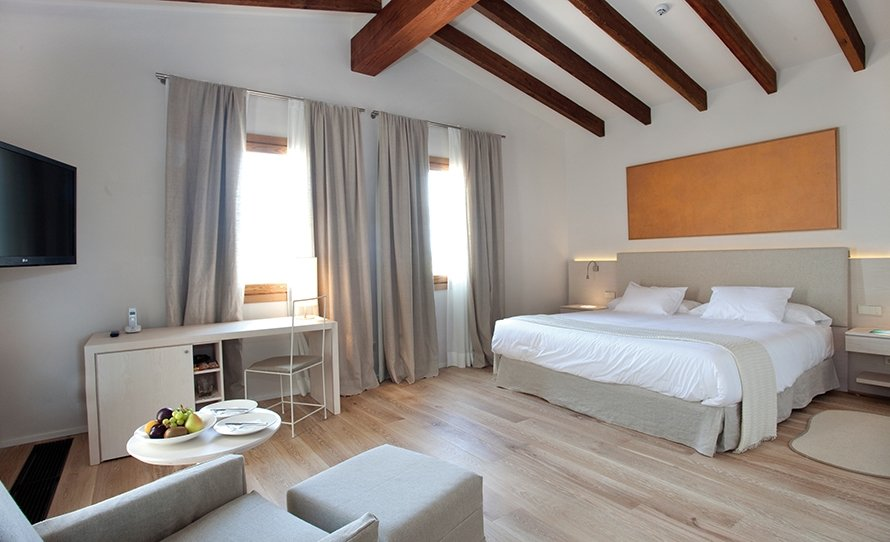 Spread out in the rooms at Font Santa Hotel Thermal Spa & Wellness MallorcanTonic Offers