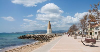 A stroll along the Bay of Palma?
