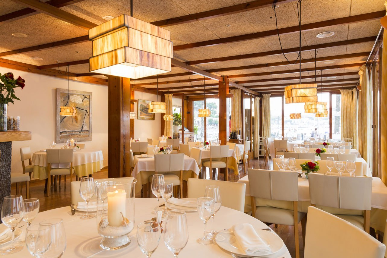Es Canyis beautiful dining room - overlooking the sea in Port de Sóller