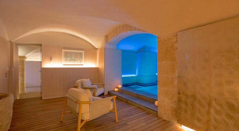 Warm up in winter in the hammam and sauna at Convent de la Missio spa