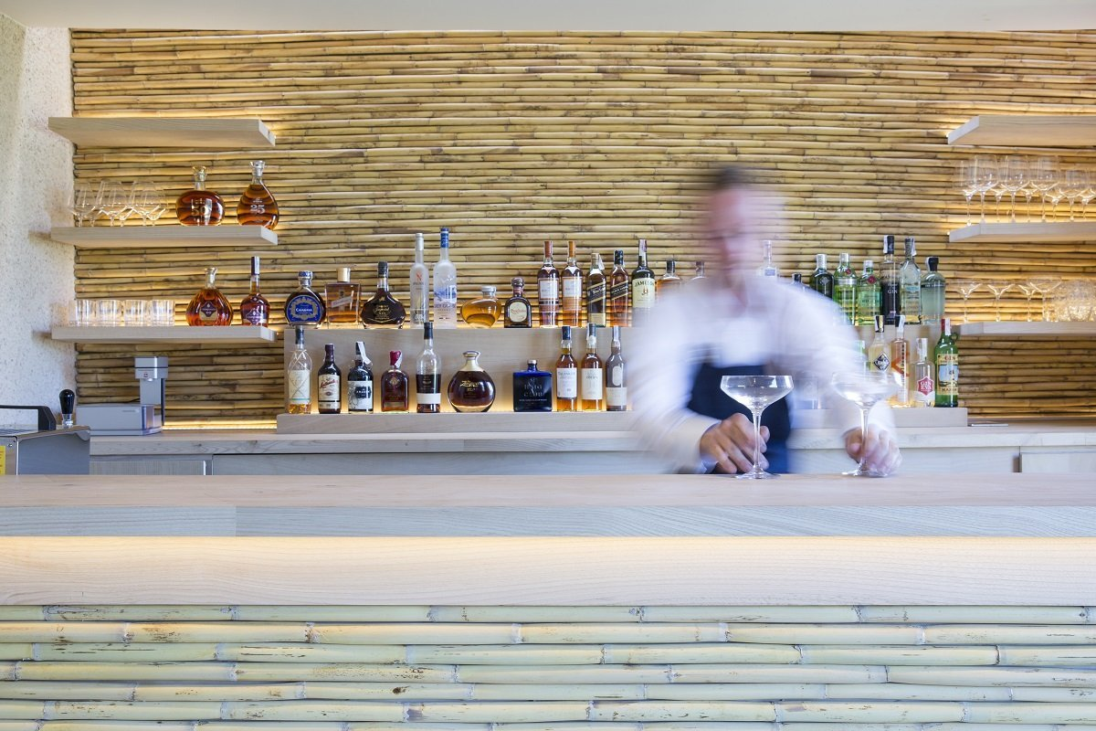 Your favourite cocktail at the bar -Hotel Pleta de Mar - Free Cava and Room Upgrades with MallorcanTonic