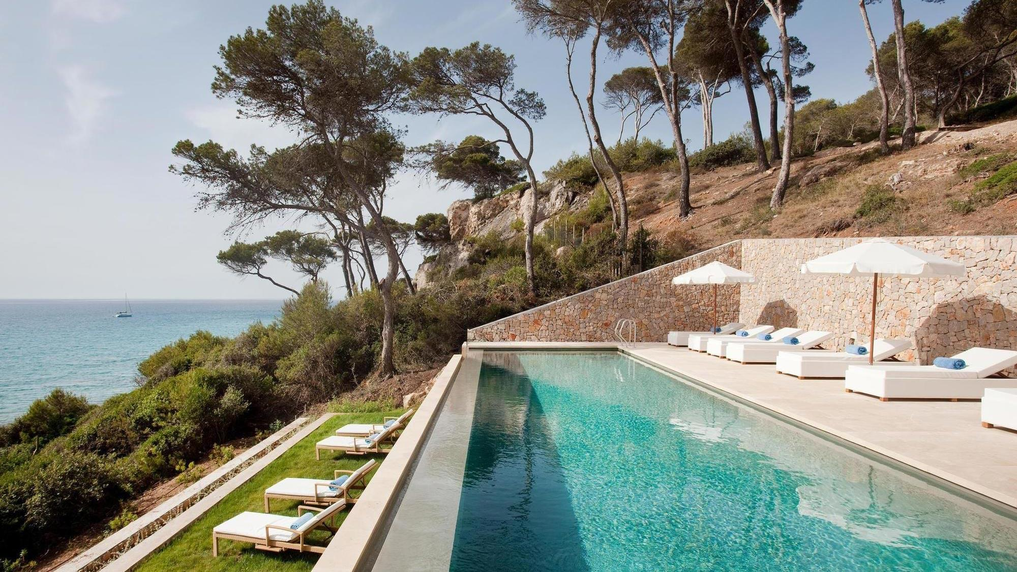 Dive in to the pool at Can Simoneta - Special Offers with Mallorcantonic