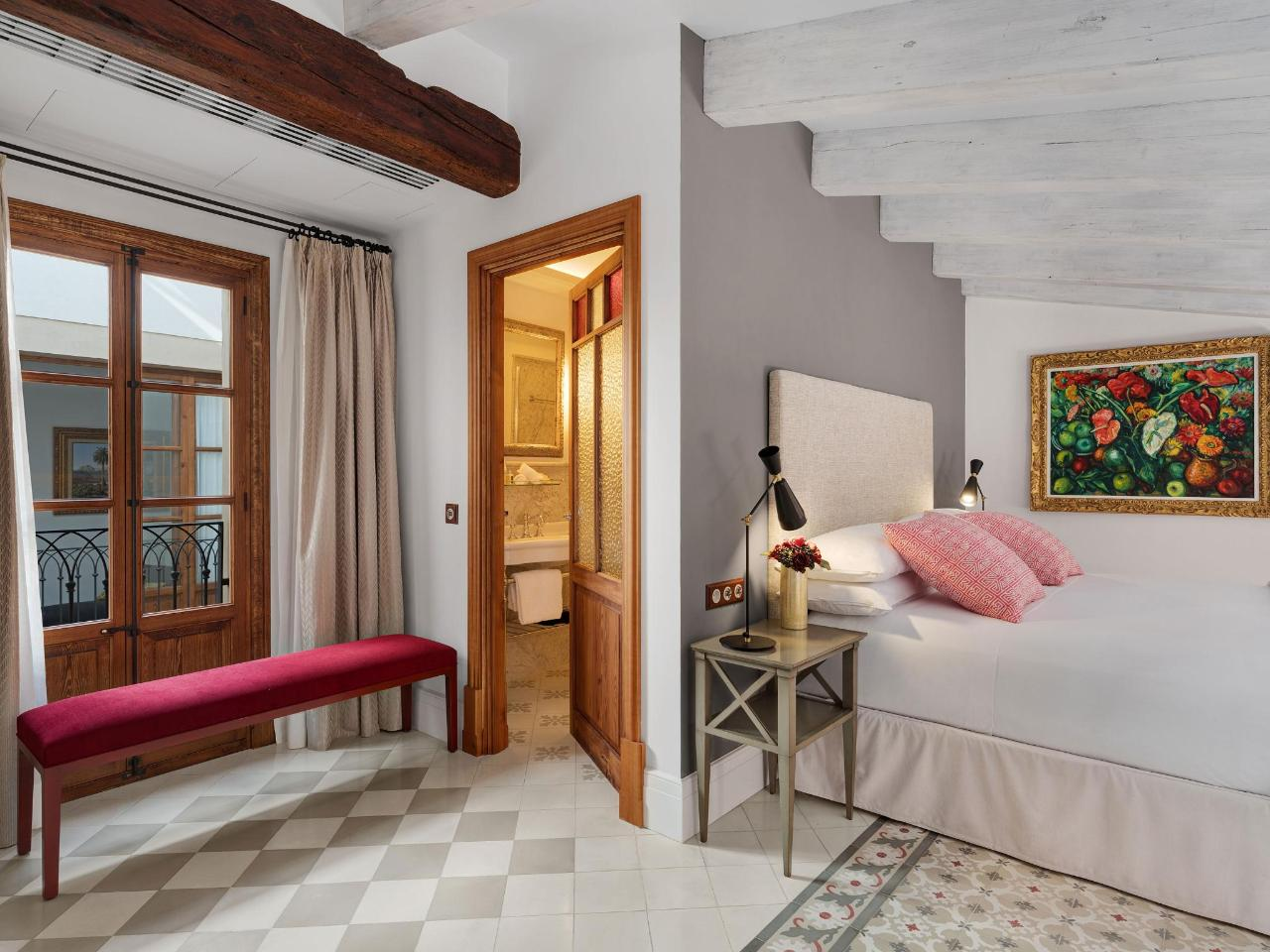 Hotel Gloria´s dazzling bedrooms - special offers year round