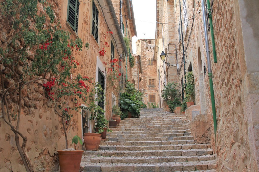 Fornalutx street views - Your essential holiday guide to Mallorca