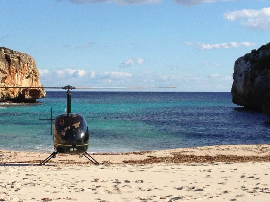 Aviation Centre - Helicopter Lessons Mallorca - Helicopter on beach