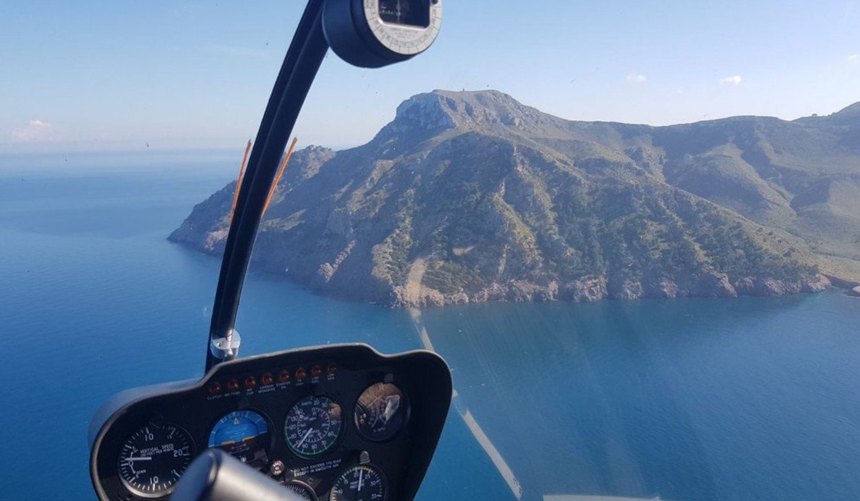 Aviation Centre - Helicopter Lessons Mallorca - Sea and Mountains