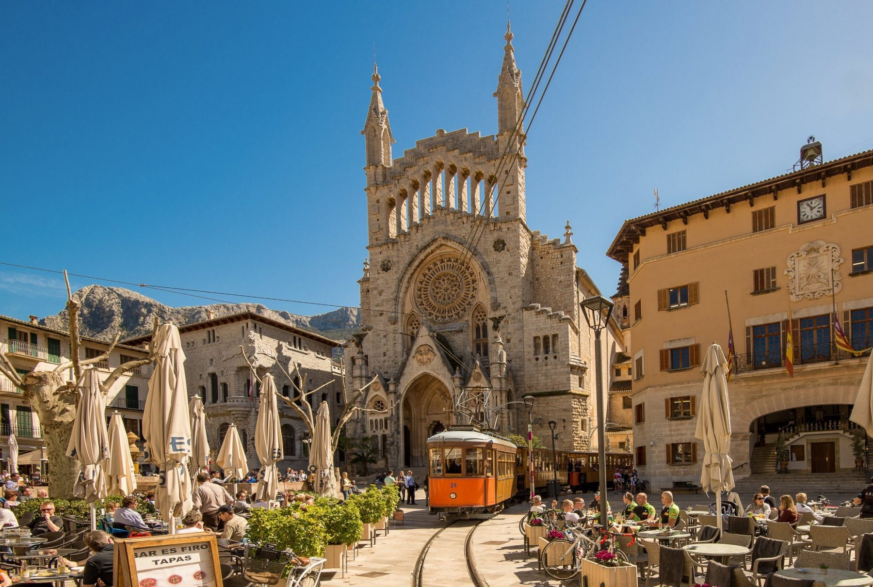 Sóller and its electric tram - Your essential holiday guide to Mallorca
