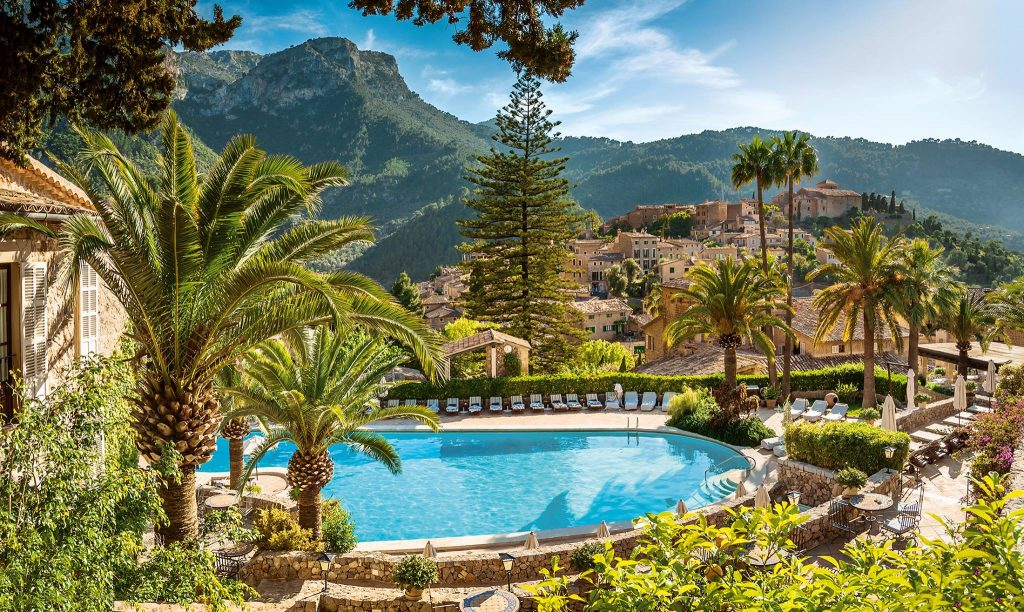 La Residencia - Luxury Hotels Mallorca - Pool and Mountain Views