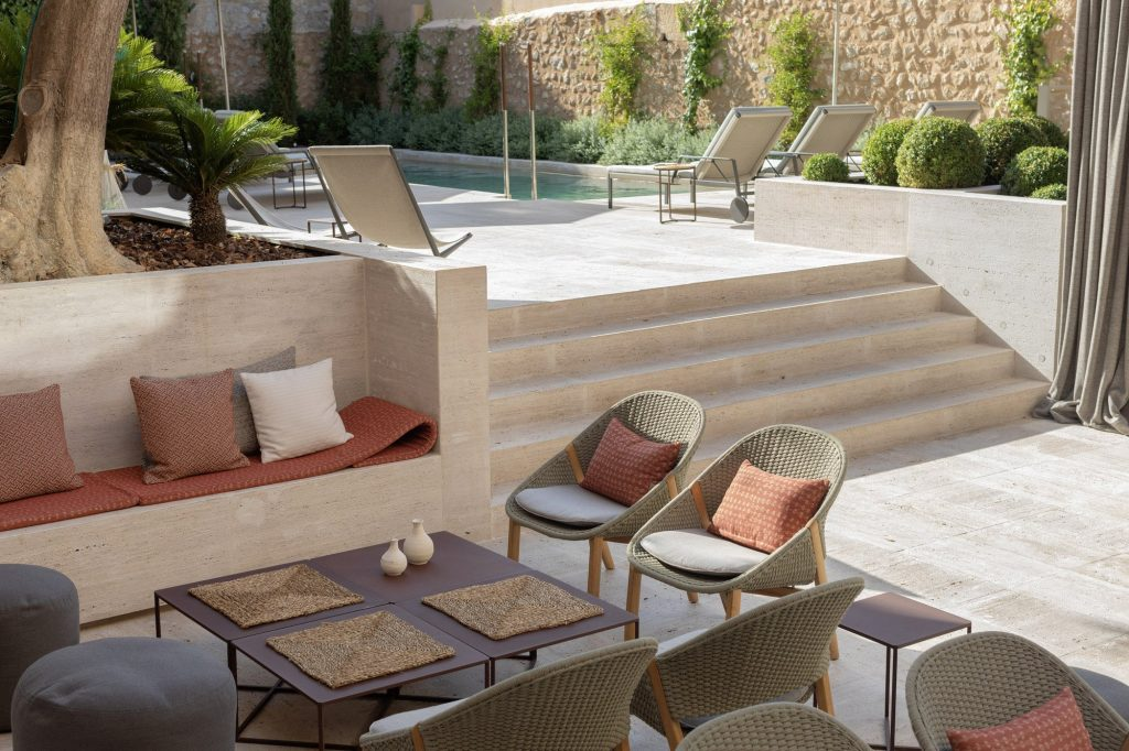 Can Aulí Luxury Retreat - gardens and pool